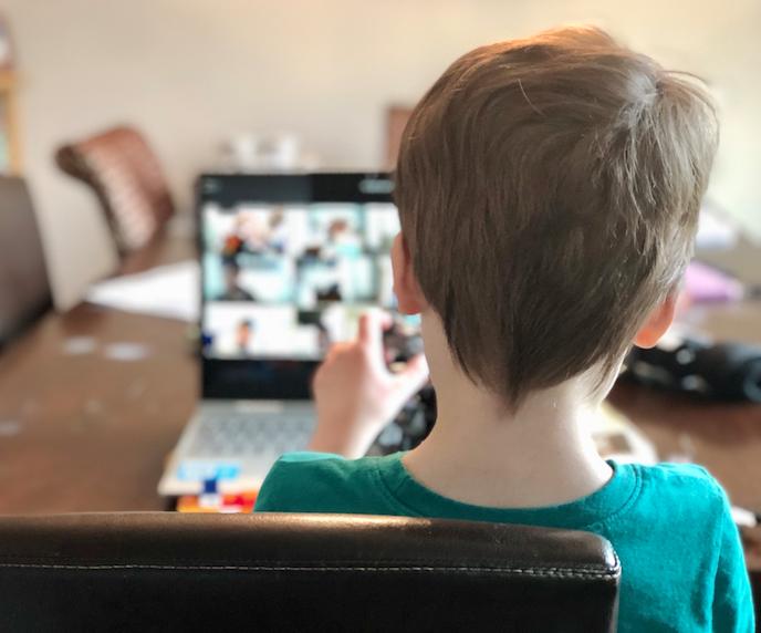¡Atención padres! Conozcan como ayudar a sus hijos pequeños a tener un buen desempeño escolar en las aulas virtuales